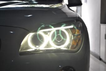 13款宝马X1低配卤素灯升级原装高配氙气灯天使眼