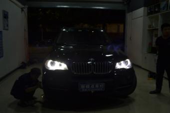 08款宝马X5车灯升级10款白光天使眼大灯总成