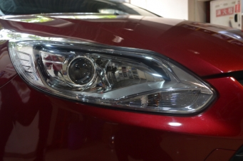 12款福克斯车灯改装海拉透镜欧司朗氙气灯