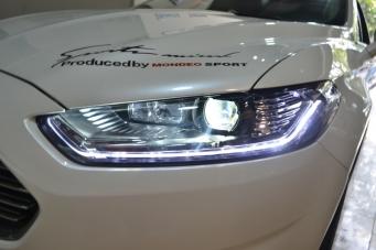 13款蒙迪欧大灯总成LED流光转向灯
