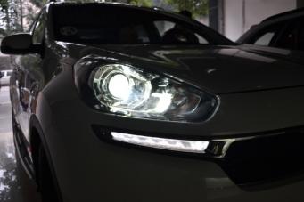 起亚傲跑车灯改装双光透镜氙气灯