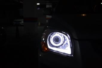 起亚视频车灯改装白色天使眼Q5透镜欧司朗氙气灯