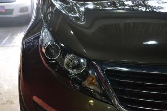 起亚智跑车灯改装海拉双光透镜飞利浦氙气灯