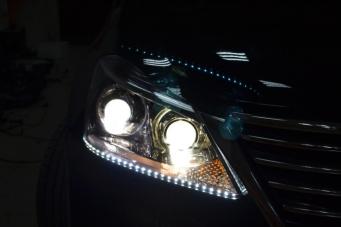 皇冠车灯改装进口海拉透镜欧司朗氙气灯