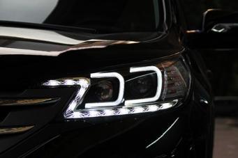 本田CRV的大灯总成CRV氙气大灯CRV改灯
