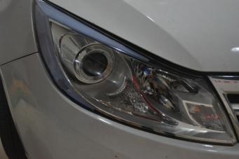 比亚迪速锐车灯改装双光透镜氙气灯