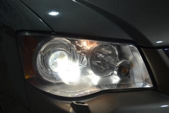 道奇凯领车灯改装海拉透镜欧司朗氙气灯