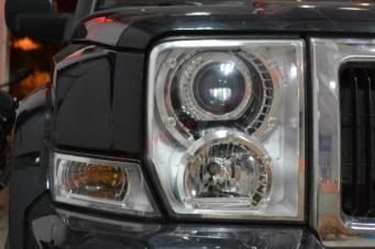 吉普指挥官车灯改装海拉透镜欧司朗氙气灯