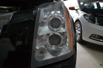 凯迪拉克SRX车灯改装4双光透镜氙气灯