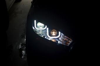 丰田致炫大灯总成致炫改装氙气大灯致炫改装双光透镜LED 日行灯
