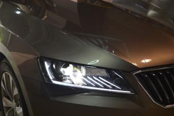 斯柯达速派大灯总成 速派原装氙气灯LED日行灯