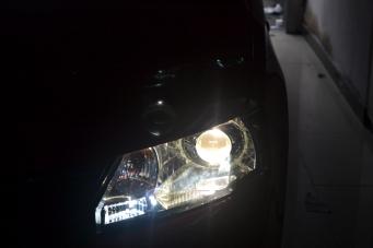 斯柯达昕动车灯改装海拉透镜欧司朗氙气灯
