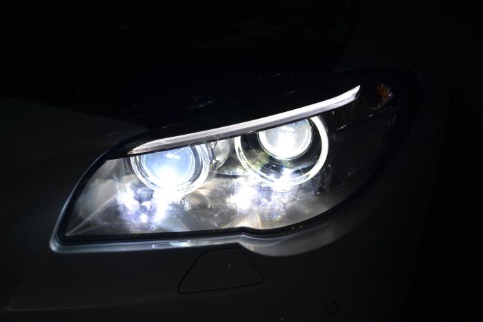 宝马5系大灯改装4双光透镜5系亮度不够升级改装方案海拉透镜欧司朗
