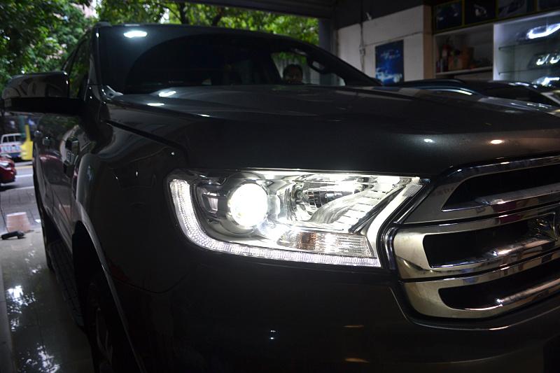 重庆17款福特撼路者车灯改装海拉5双光透镜欧司朗飞利浦氙气灯