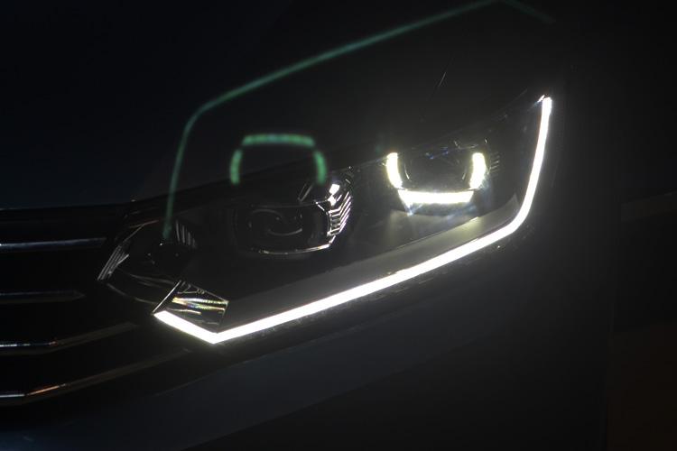 迈腾b8车灯改装高配随动led大灯总成