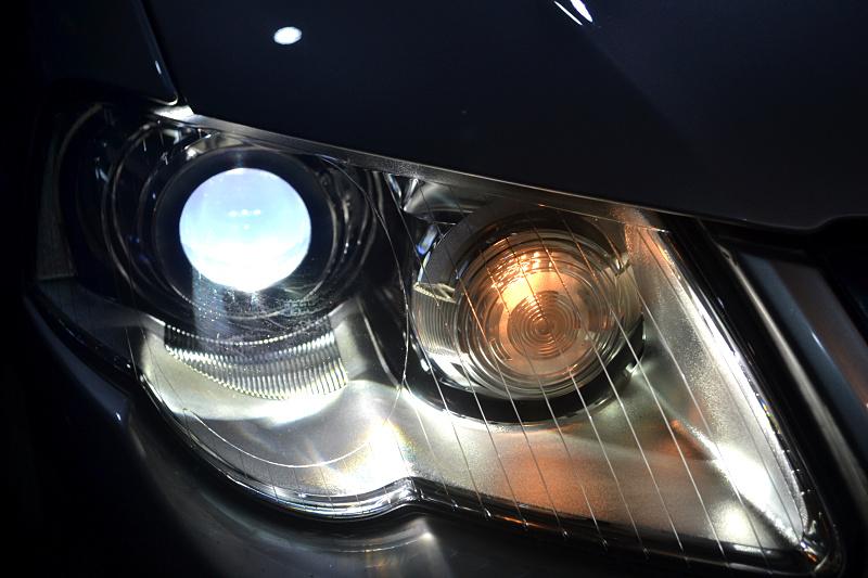 10款迈腾车灯改装大灯氙气灯翻新